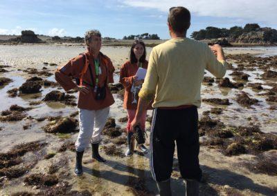 Médiatrices échangeant avec un pêcheur de homard