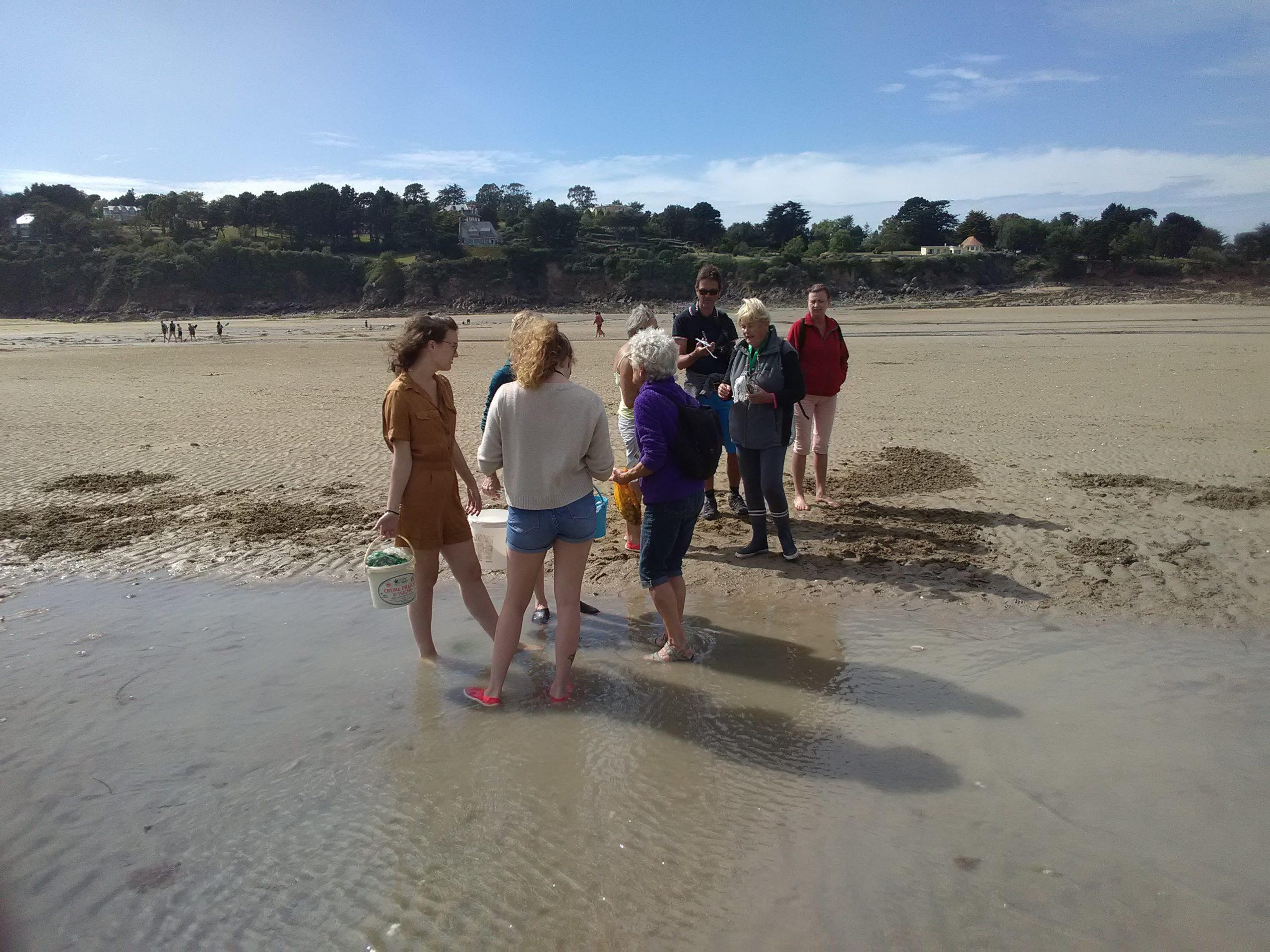 Sensibilisation des pêcheurs à pied à la plage du Moulin